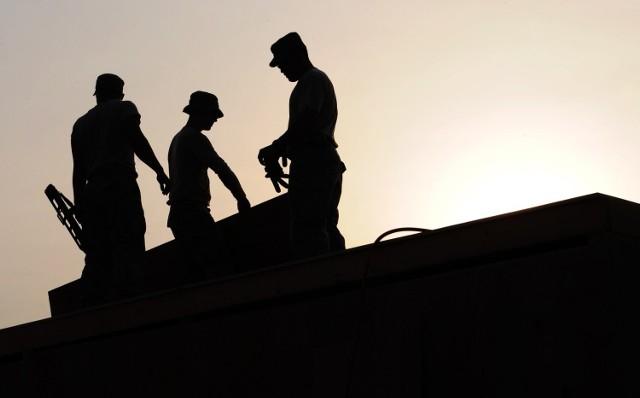 Idą zmiany w prawie pracy. Pracodawca ustali długość urlopu, a premie będą niższe