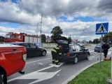 Zderzenie dwóch samochodów na skrzyżowaniu w Ostrowcu Świętokrzyskim [ZDJĘCIA]