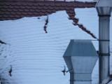 Policja przypomina o obowiązku odśnieżania dachów z zalegającego śniegu