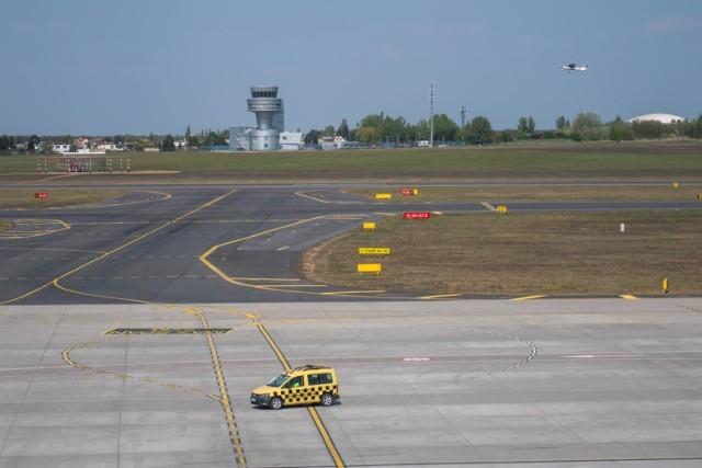 Obecnie z lotniska na Ławicy latają samoloty jedynie samoloty KLM: do Luton i Amsterdamu.