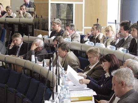 Posiedzenie Rady Miejskiej. W dolnym rogu po prawej stronie widać radnych Ryszarda Harańczaka, Włodzimierza Goleniowskiego oraz Grażynę Bętkowską-Sobczyk.