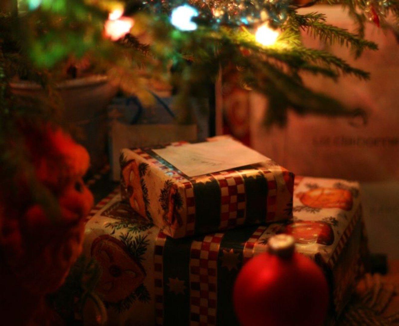 d4393d36584424 Pod choinką wolimy tradycyjne prezenty, czy raczej bony i nowoczesne ...