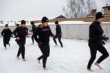 Tarnów. Bose spacery po śniegu, na dachu Tarnowskiego Teatru im. Ludwika Solskiego [ZDJĘCIA]