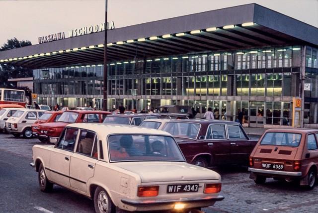 Jak wyglądała Warszawa w latach 80.? Karnawał Solidarności, czołgi na ulicach i kolejki [ZDJĘCIA]