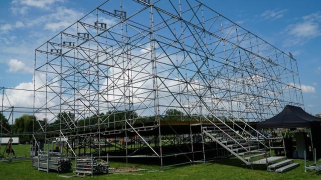 OFF Festival: trwa budowa festiwalowej sceny