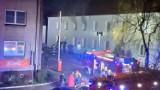 Nocny pożar w Chodzieży. Trzeba było ewakuować cały budynek, jedna osoba trafiła do szpitala [ZDJĘCIA]