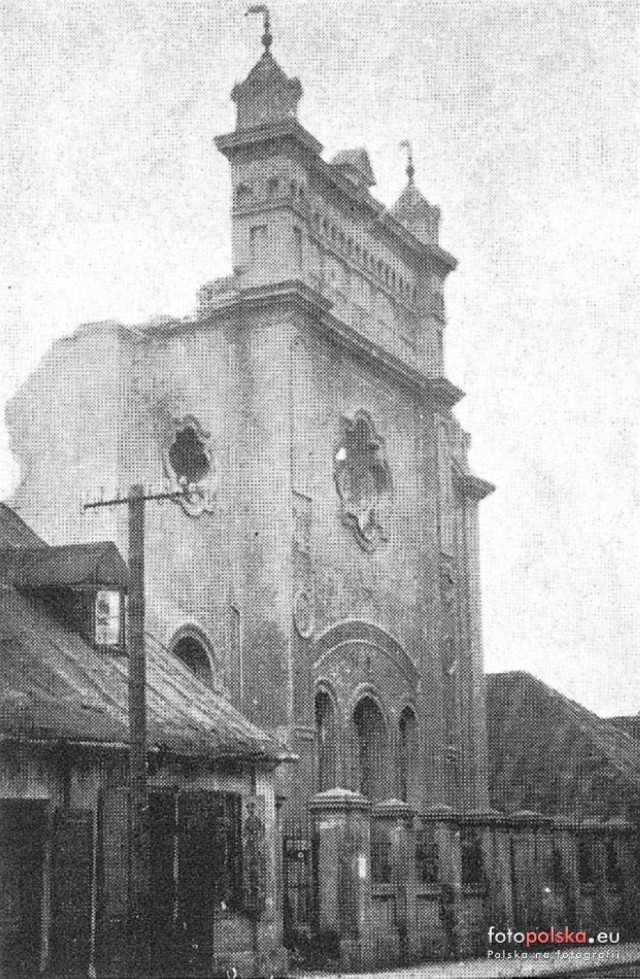 Zniszczona przez Niemców żydowska synagoga w Łowiczu. Na jej miejscu jest dziś pawilon handlowy przy ul. Zduńskiej