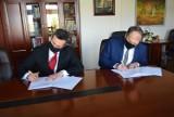 Radomsko. Prezydent Jarosław Ferenc podpisał porozumienie z OHP w Łodzi