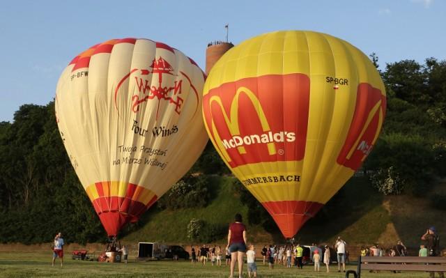 Lotnicy z Aeroklubu Nadwiślańskiego z Lisich Kątów i Fundacja Lotniczy Grudziądz wraz z Grudziądzkim Klubem Balonowym oddali w sobotę hołd miastu i jego mieszkańcom z okazji 730-lecia Grudziądza!