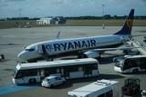 Loty rejsowe z poznańskiego lotniska zostały zawieszone. Przez dwa tygodnie można polecieć jedynie czarterami. Pustki na Ławicy