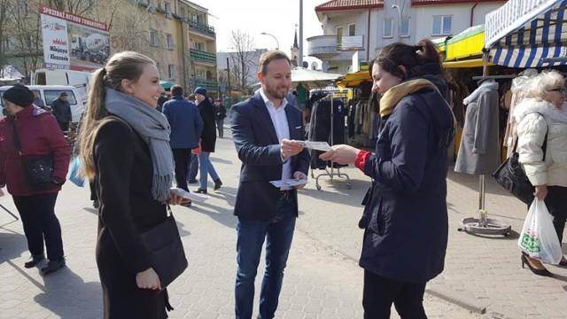 Tomasz Frankowski na ryneczku w Bielsku Podlaskim