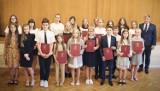 Najlepsi uczniowie szkół w gminie Nowy Żmigród nagrodzeni [ZDJĘCIA]