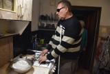 Zbiórka dla niewidomego mieszkańca gminy Bierutów zwolniła. Potrzebna pomoc!