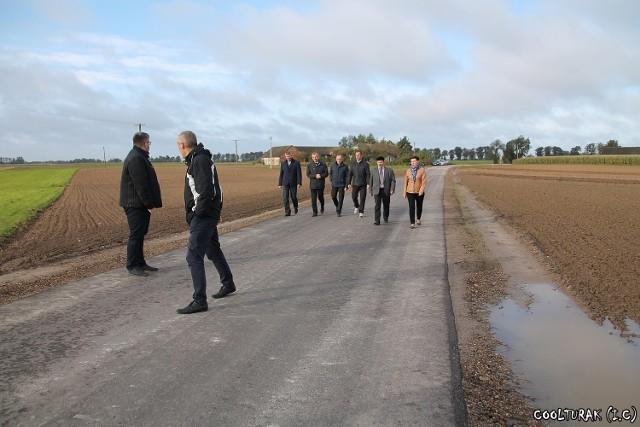 W Buku Pomorskim i Nowej Wsi powstał 0,5 km odcinek drogi w technologii nawierzchni bitumicznej.