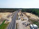 """""""Najdłuższe schody Europy"""" w przebudowie. Zobacz, jak przebiegają prace dotyczące autostrady A18 na odcinku niedaleko Żar"""