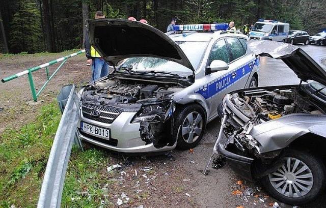 Wypadek w Przysietnicy. Zderzenie opla z radiowozem