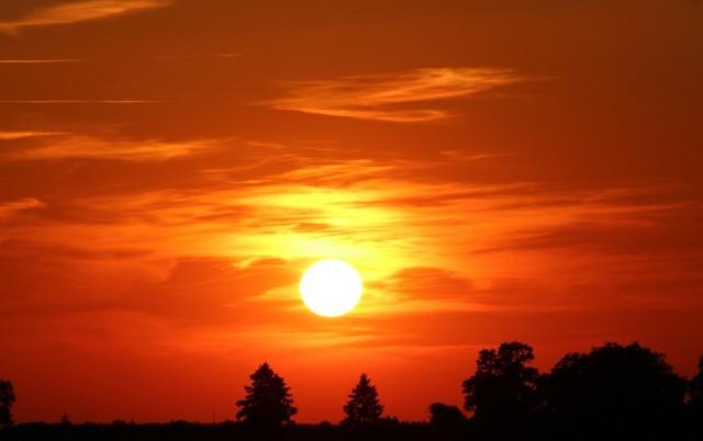 21 listopada na Słońcu będą miały miejsce intensywne zjawiska, których skutki odczujemy na Ziemi. Burza słoneczna będzie miała wpływ na samopoczucie ludzi, a nawet na działanie sprzętu elektronicznego i łączność.