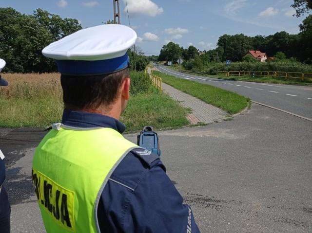 Policjanci z powiatu chełmińskiego ukarali mandatami 17 kierowców