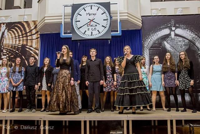 Koncert piosenek Agnieszki Osieckiej w II Liceum Ogólnokształcącym w Wałbrzychu