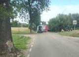 Wypadek w Kłodawie. Dwie osoby poszkodowane po dachowaniu samochodu [31.07.2020 r.]