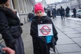 Protest frankowiczów, Warszawa. Czarna procesja oszukanych przez banki [ZDJĘCIA, WIDEO]