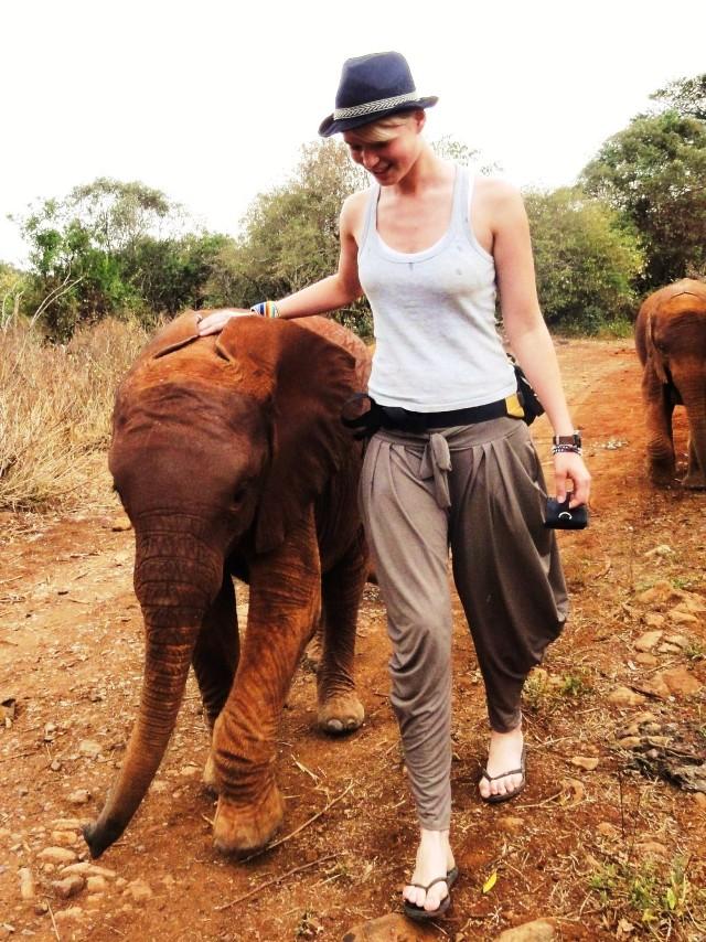 Ela i Natalia kochają słonie. W grudniu lecą do Nepalu, by ...