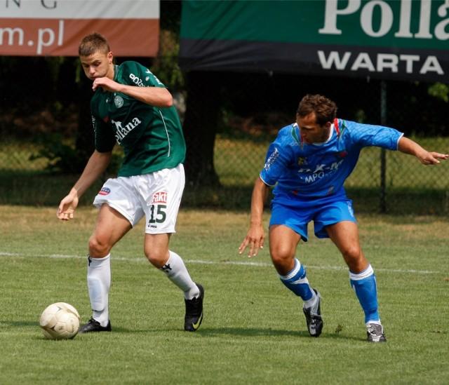 17.07.2010, Poznań: Łukasz Kominiak (z lewej) w meczu Warta - Miedź Legnica