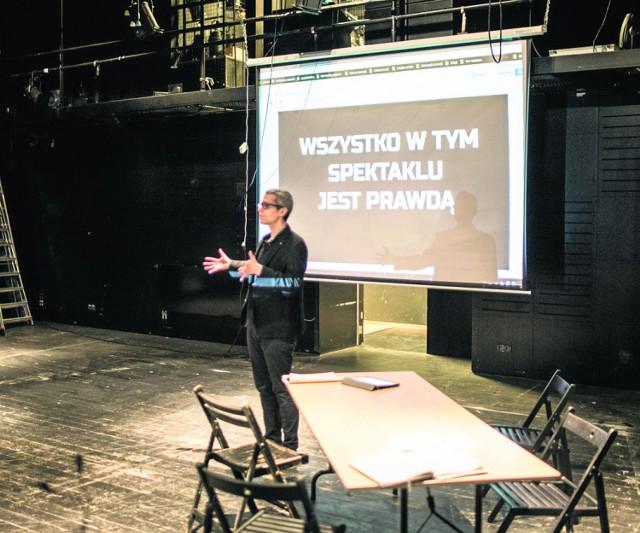 """Zadara: """"Wypędzenie Żydów było niezgodne z prawem."""" Spektakl Teatru Powszechnego skończy się w sądzie!"""
