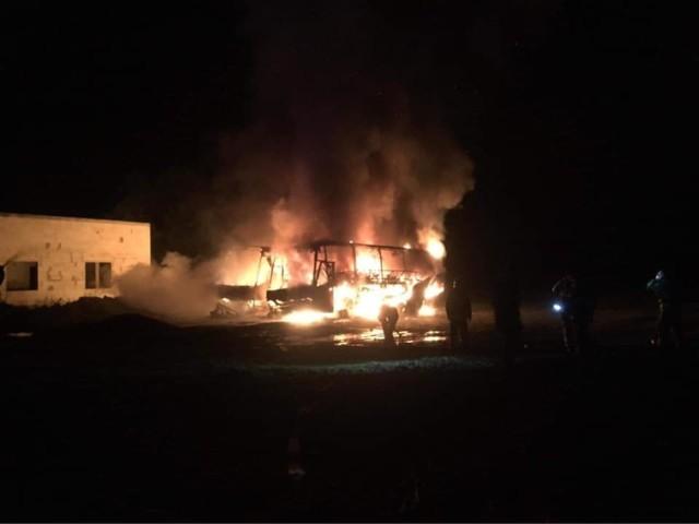 Strażacy nie mają wątpliwości, że doszło do podpalenia autobusów.