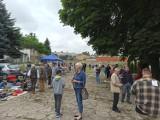 """Konin. Spory ruch na pierwszym pchlim targu w mieście. Sukces """"Konińskich Przydasiek"""""""