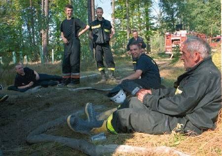Po całonocnej walce z ogniem, strażakom udało się ugasić pożar.  łukasz klimaniec
