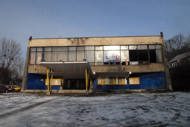 Kino Kopernik stało i niszczało na oczach całego miasta, było rozkradane, podpalane...