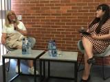 Maria Stachurska, autorka poruszającej książki o położnej z Auschwitz-Birkenau z wizytą w gościnnych murach pleszewskiej biblioteki