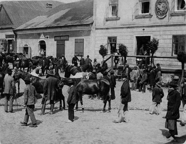 Dzień targowy na kęckim Rynku przed wojną