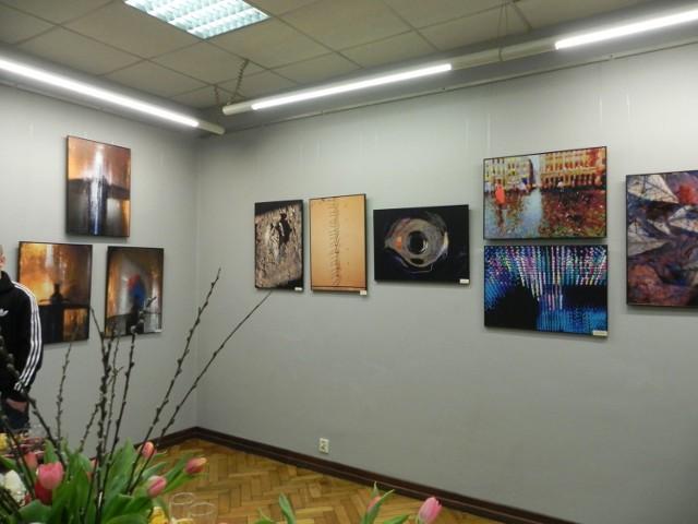 Fragment ekspozycji w Galerii Fotografii Miejskiego Centrum Kultury w Ostrowcu Świętokrzyskim.