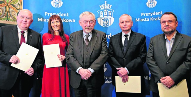 Prezydent Majchrowski (w środku) i jego nowi zastępcy (od lewej): Kośmider, Korfel-Jasińska, Muzyk i Kulig