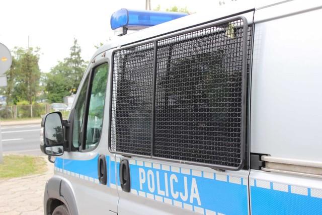 Wieluńscy policjanci zatrzymali 17-letniego mężczyznę, który podpalił stodołę pełną słomy w Dzietrznikach