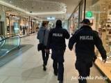 Policjanci na kontrolach w galeriach handlowych. Sypią się mandaty
