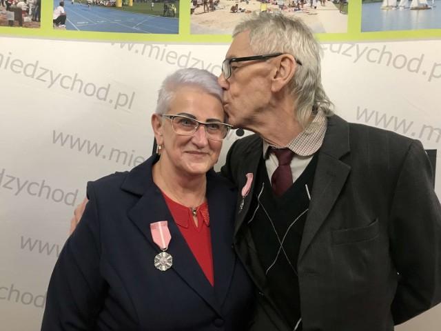25 par odbebrało okolicznościowe medale nadane przez Prezydenta RP - Danuta i Henryk Królscy.