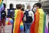 Hostel dla osób LGBT+ straci miejskie finansowanie? Tego chce fundacja Mamy i Taty. Petycja trafiła do Rafała Trzaskowskiego