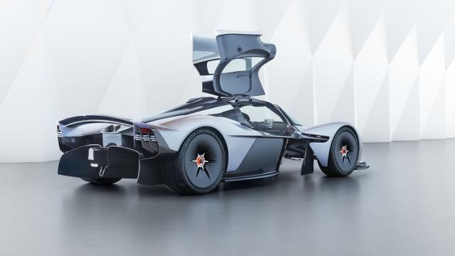 Aston Martin Valkyrie. Samochód w cenie luksusowego apartamentu trafi do klienta w Warszawie