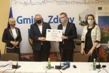 Gmina Zduny otrzyma prawie 0,5 mln zł na budowę kanalizacji w Siejewie i rozbudowę wodociągu w Baszkowie [ZDJĘCIA + FILM]