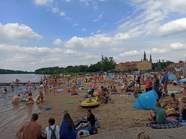 Na plażach w Licheniu Starym wypoczywa mnóstwo turystów