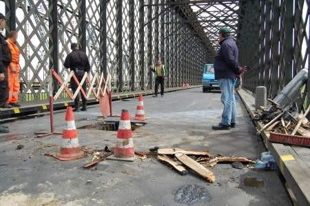 W trakcie akcji droga na moście była całkowicie zamknięta. FOT. SEBASTIAN DADACZYŃSKI