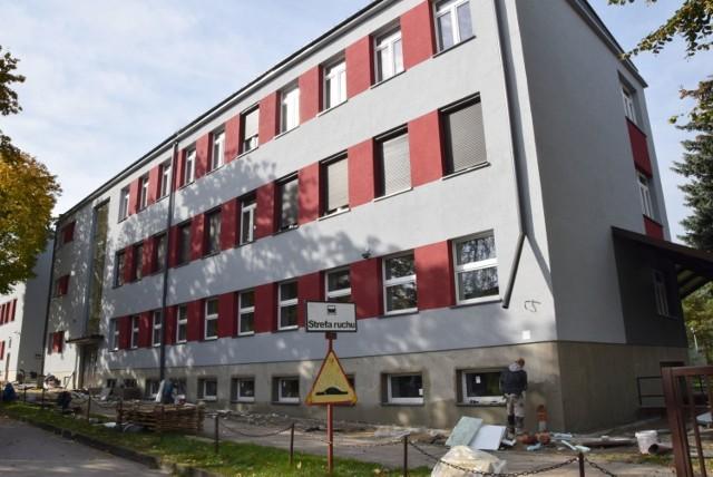 """Termomodernizacja budynków Centrum Kształcenia Praktycznego i Zespołu Szkół numer 2 imienia """"Grota"""" w Jędrzejowie."""