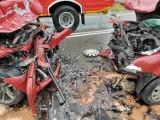Czołowe zderzenie w Tuchomiu - jeden z uczestników najprawdopodobniej zasnął za kierownicą