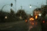 W czwartek silny wiatr, obfite opady deszczu. Jeszcze gorzej nad morzem