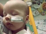 Potrzebna jest pomoc. Bo serduszko maleńkiego chłopca umiera!
