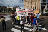 """Kraków. Kolejny protest mieszkańców przeciwko zmianom w ruchu. """"Mniej cygar, więcej pokory"""""""