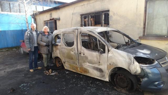 """Spalił się samochód należący do """"Pomocnej przystani"""""""